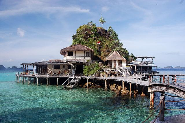 Misool eco resort raja ampat faces of the sea scuba - Raja ampat dive resort ...