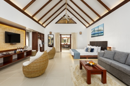 Premium Pool Suite interior