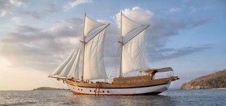 Mantara Liveaboard sailing.