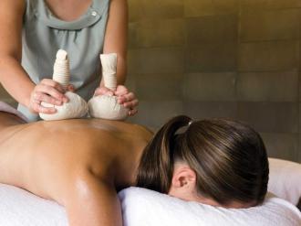 Massage Treatment At Spa qualia.