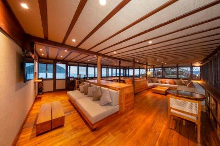 Coralia Liveaboard Lounge 3
